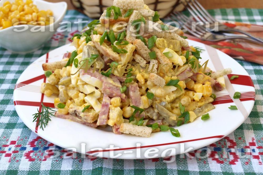 Рыбников салаты с фасолью консервированной сухариками и курицей