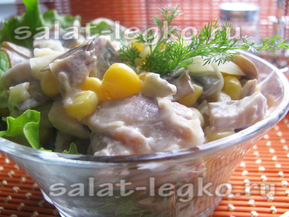 рецепт салата с ананасами грибами кукурузой