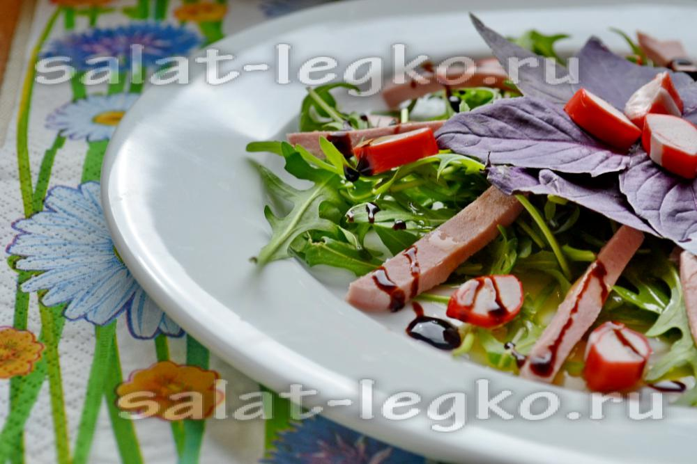 салат с крабовыми палочками и огурцом и колбасой рецепт