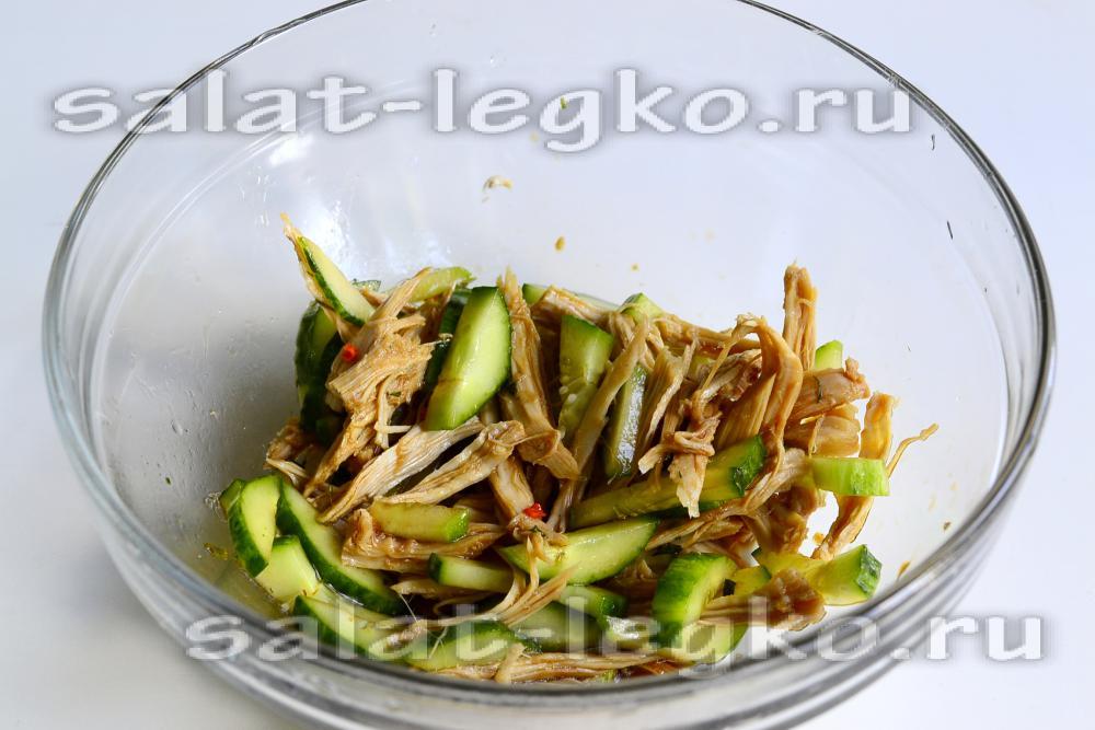 рецепт салата из огурцов и мяса с соевым соусом