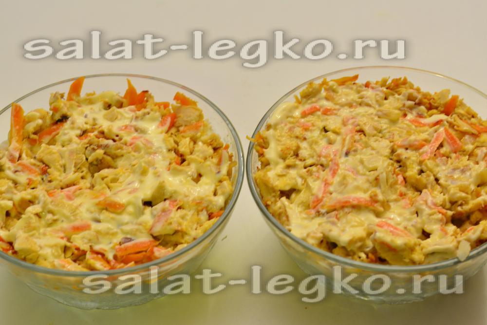 Салат обжорка слоями рецепт с курицей и грибами с
