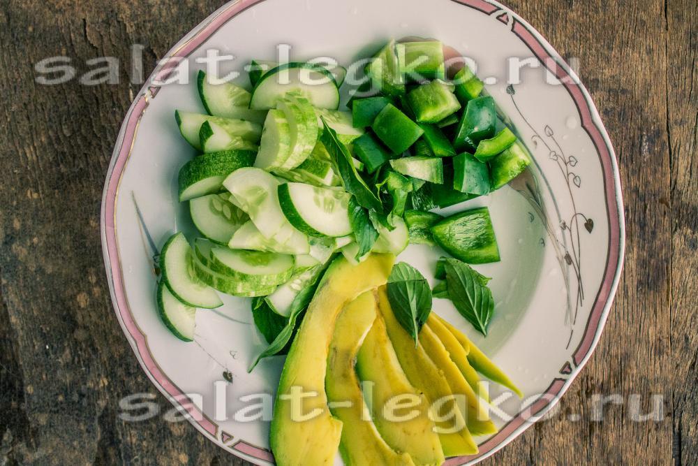 Салат из авокадо огурца и болгарского перца