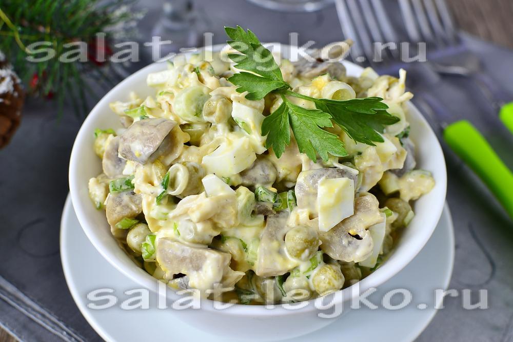 Салат из шампиньонов с вареной курицей