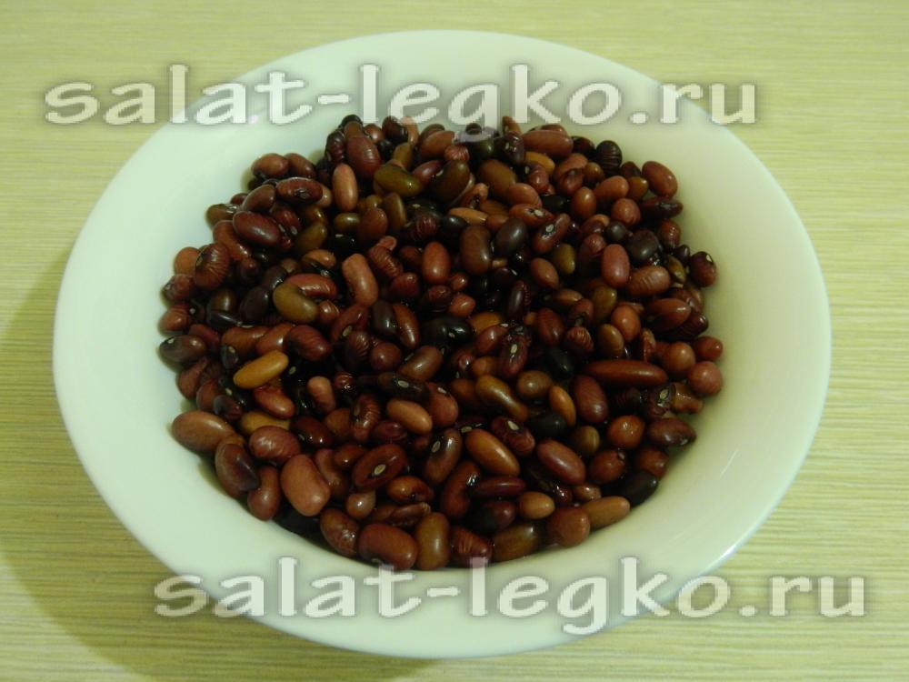 рецепт салата из красной фасоли с сухариками