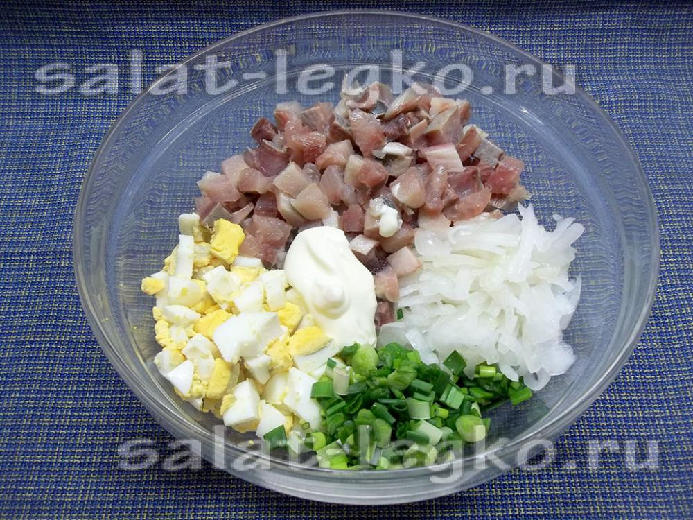 салат с блином из яйца рецепт с фото