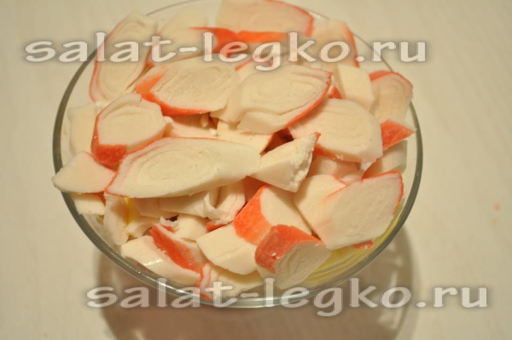 рецепт салата с жареными грибами крабовыми палочками #9