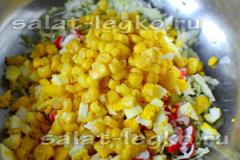 Салат кукуруза крабовые палочки капуста колбаса