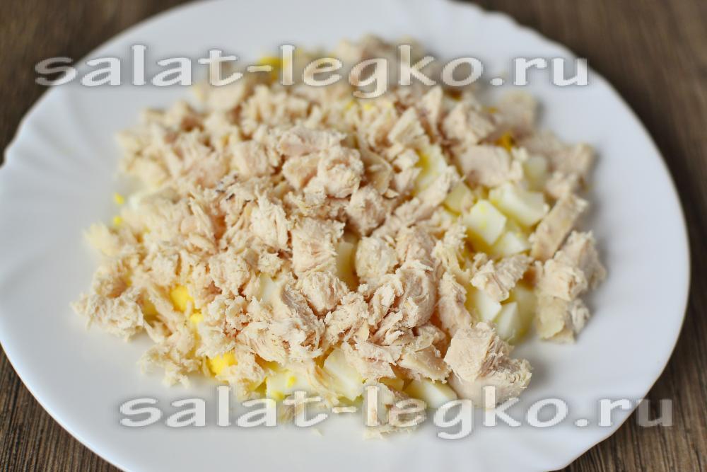 салат с ананасами и грудкой слоями рецепт с фото