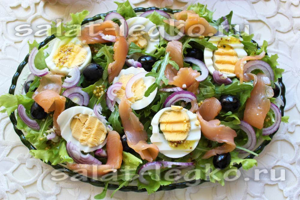 с жареным калорийность лососем Салат