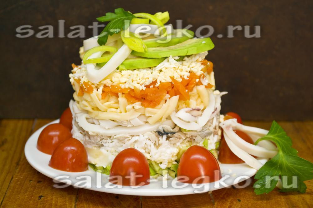 рецепт салата с кальмарами креветками и рыбой