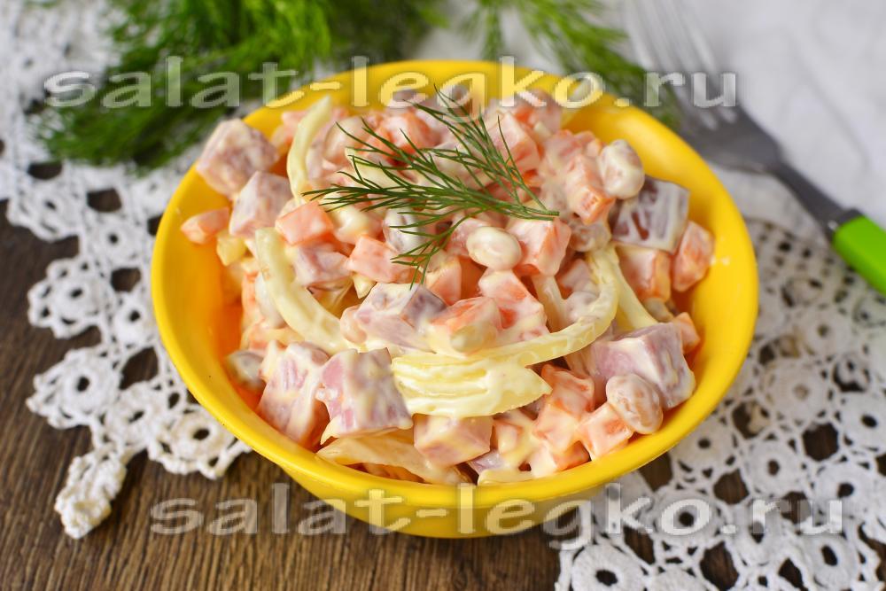 Салат с фасолью колбасой и майонезом