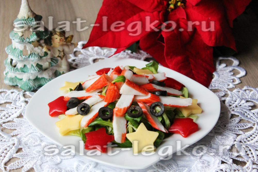 Салат с курицей и жареным картофелем
