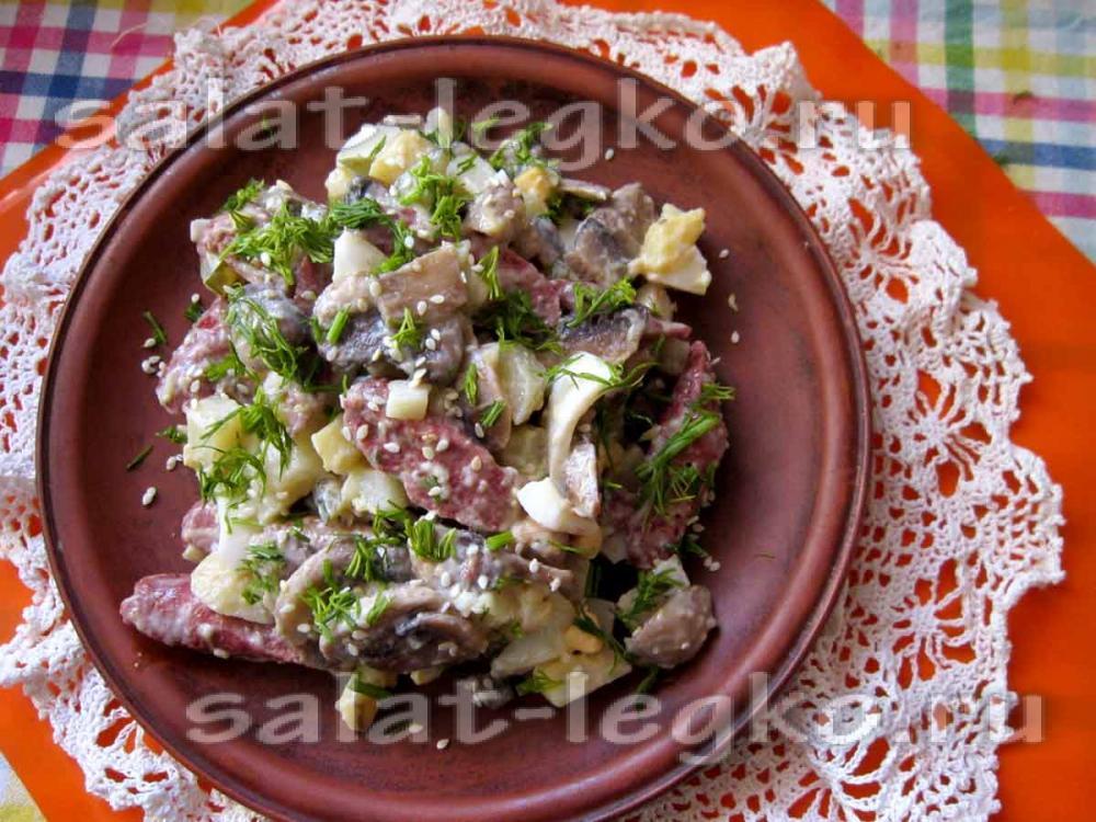 Салат баварский с колбасой и картофелем