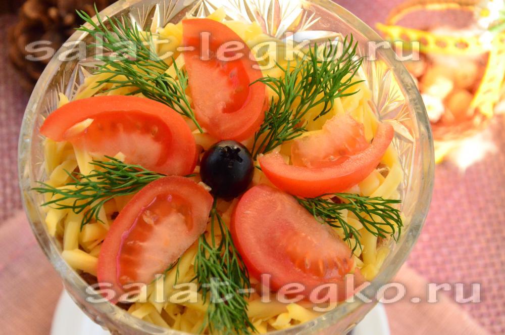 рецепт салата с помидорами и сухариками и яйцами