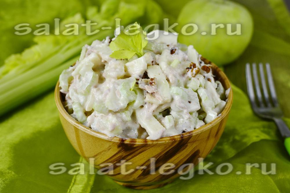 Салат с кукурузой консервированной и яблоком