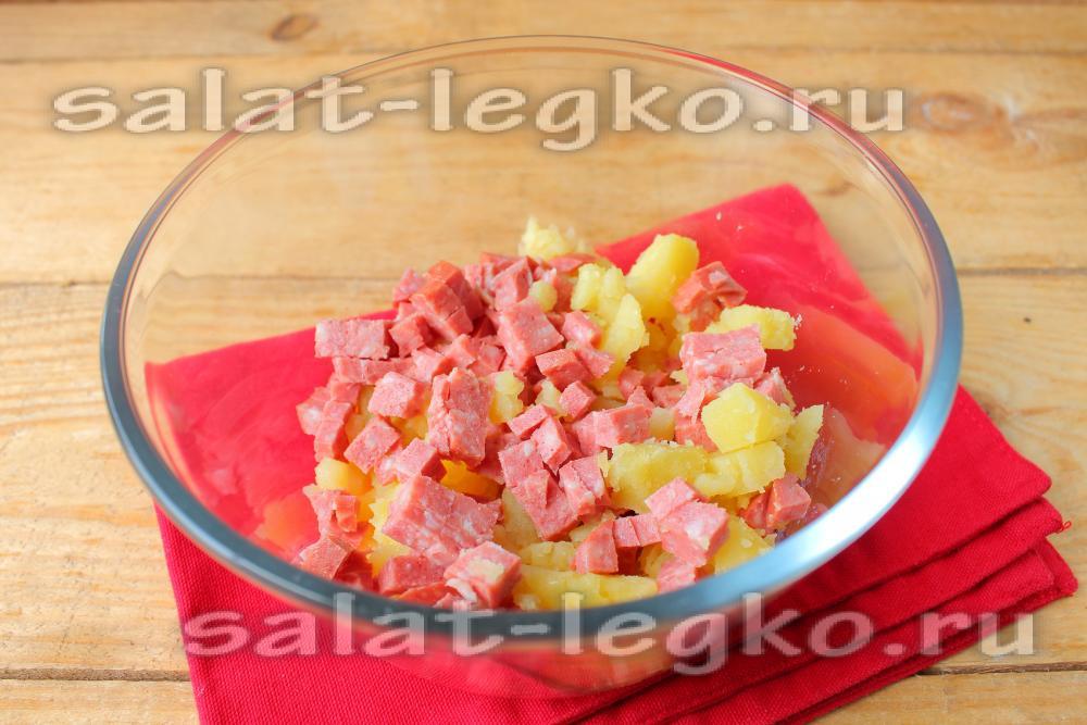 картофель запеченный с колбасой в духовке рецепт