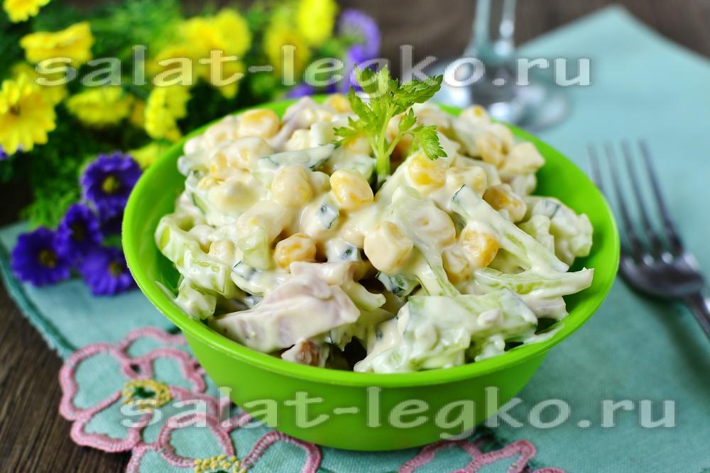 Салат с грибами и ветчиной и ананасами