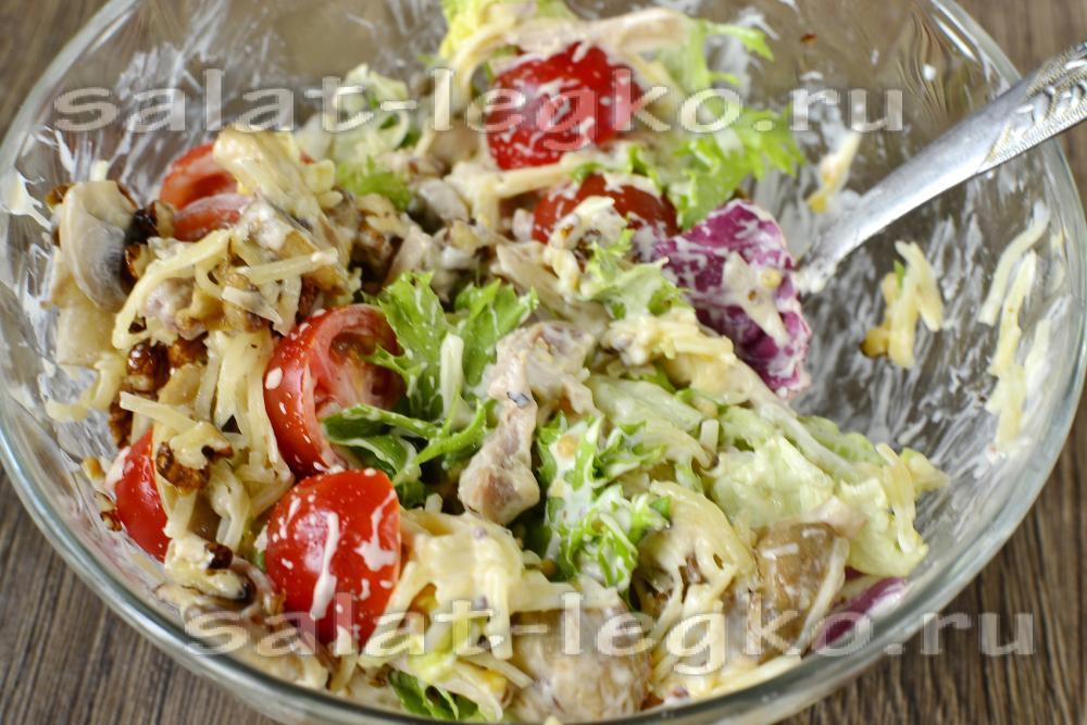 Салат с курицей и черносливом с сыром