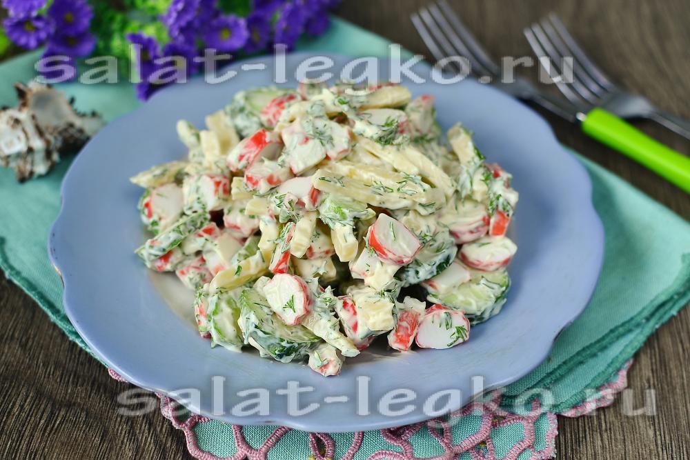 Морской салат с крабовыми палочками