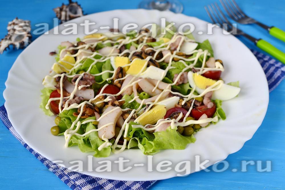 рецепт салата с фунчозой и морским коктейлем