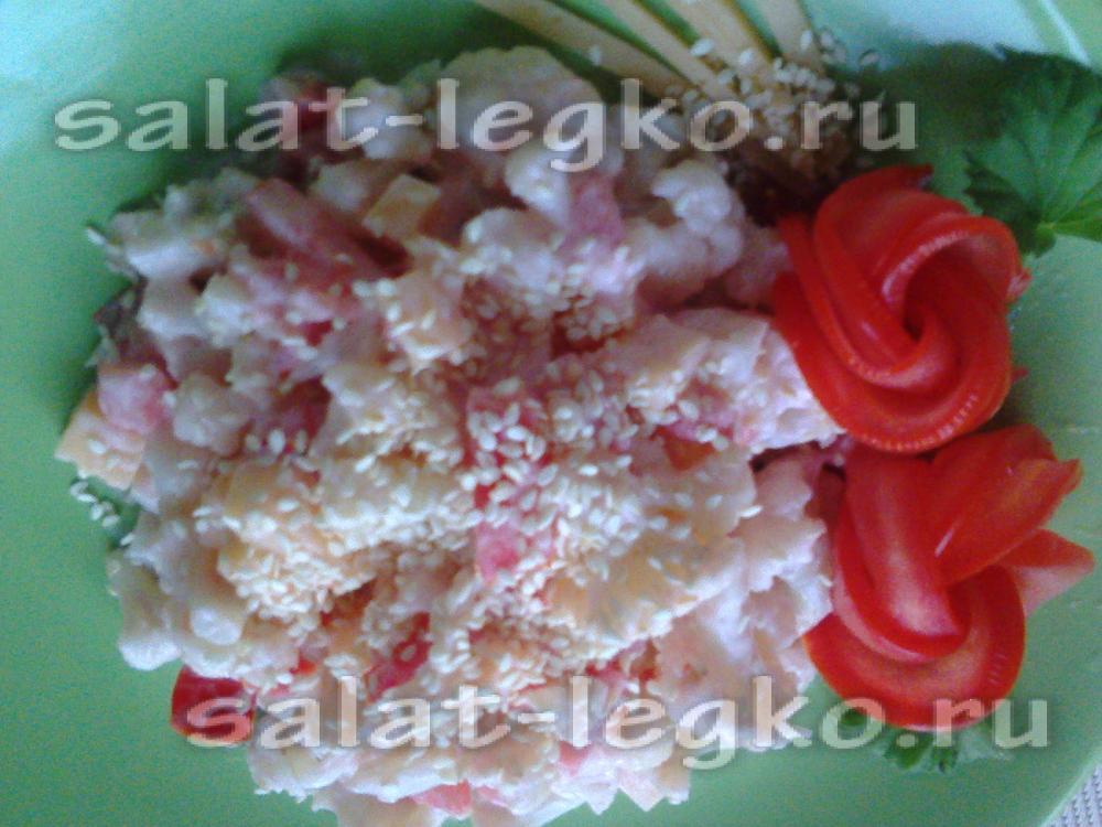 Салат из помидор колбасы капусты