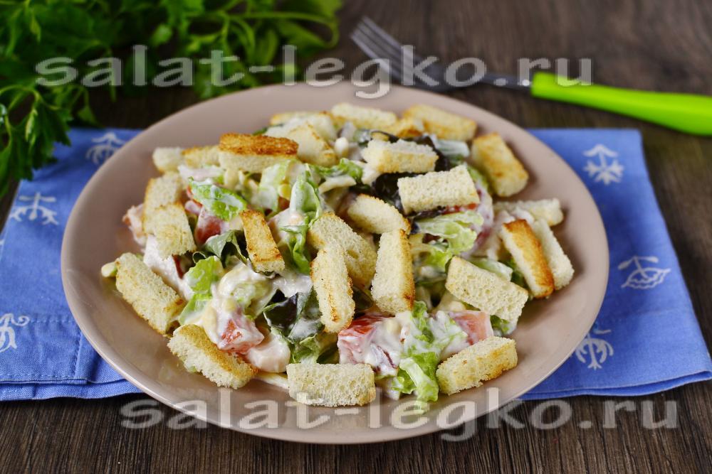 Салат с копченой курицей и сухариками рецепты