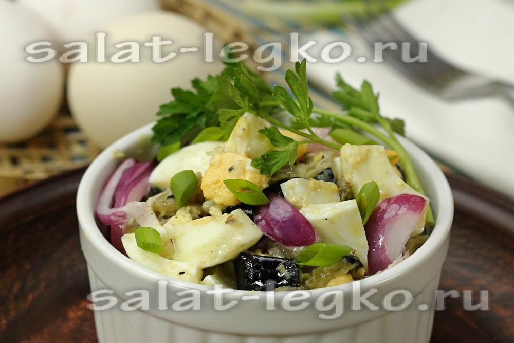 рецепт салата с жареным яйцом и курицей рецепт