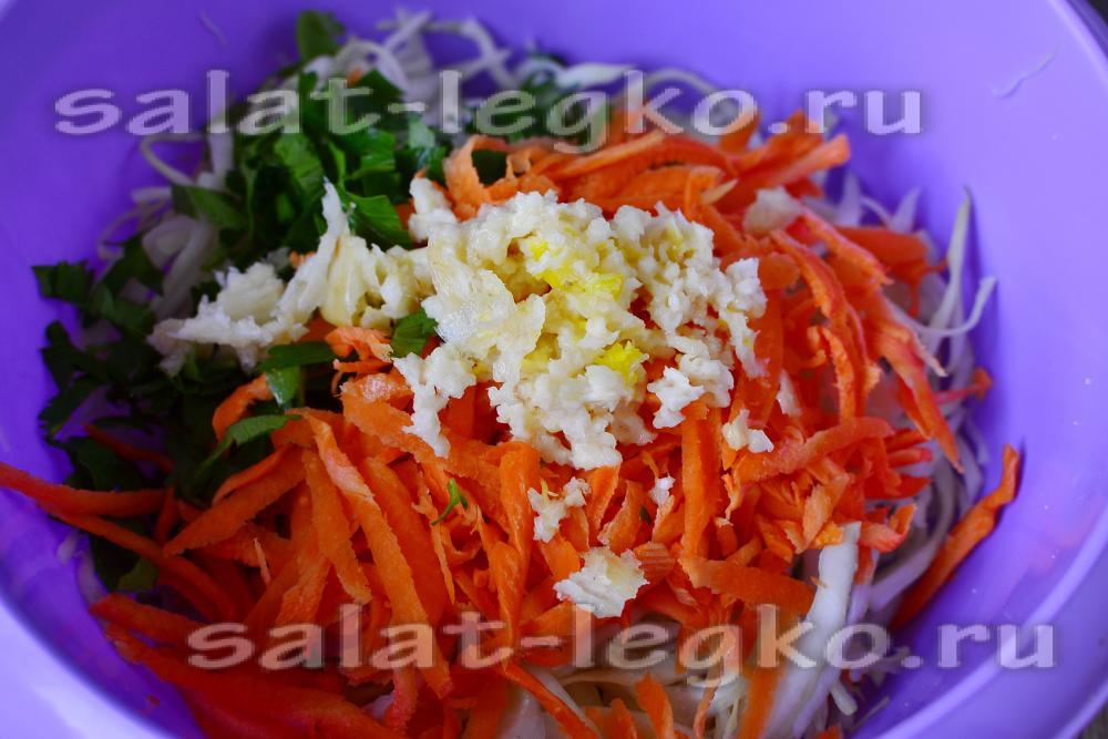 Как добавить чеснок в салат