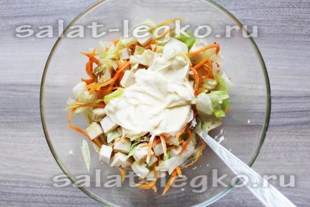 Салат с курицей морковью и чипсами