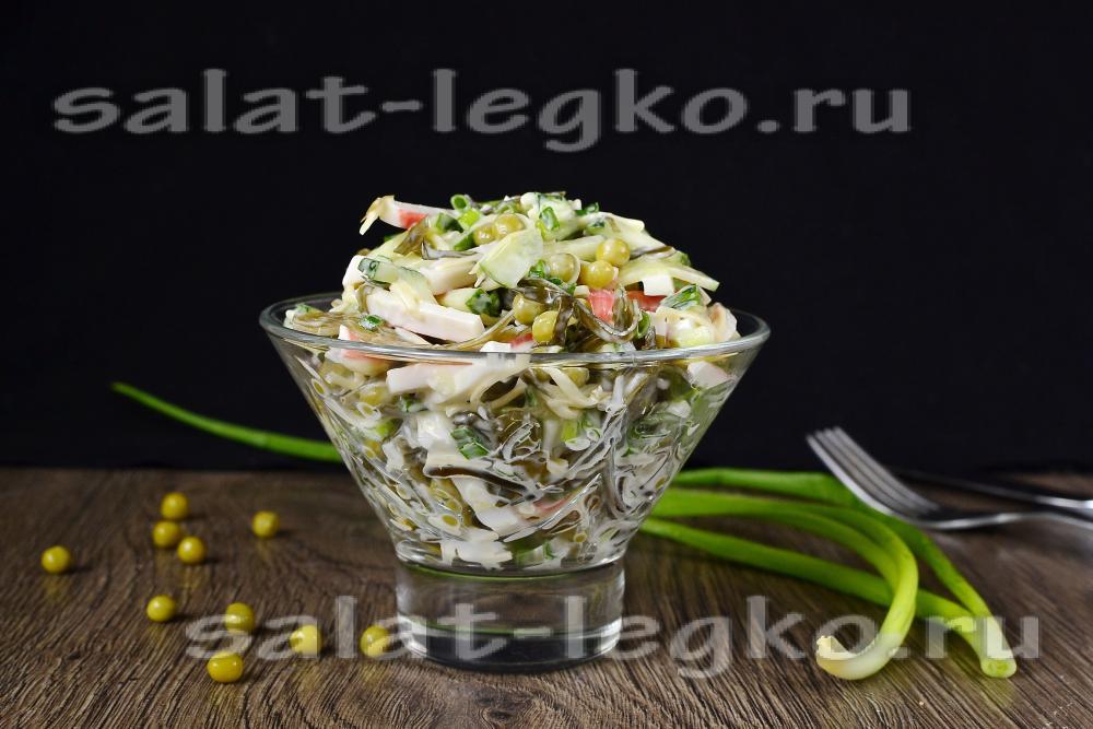 Салат с кукурузой, крабовыми палочками, яйцами и грибами ...