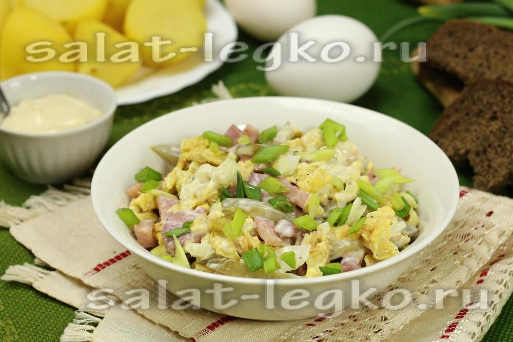 Омлет с ветчиной салат