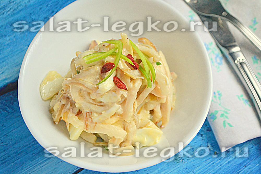 Салат с кальмарами и яйцом пошаговый рецепт