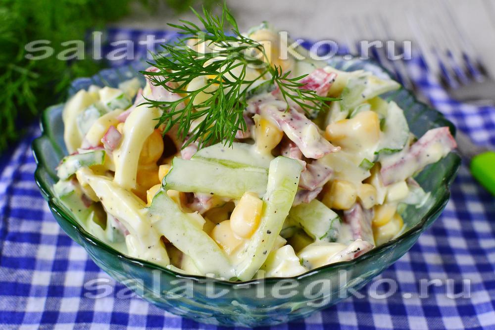 Салат с крабовыми палочкамиltbrgt кукурузой и огурцом