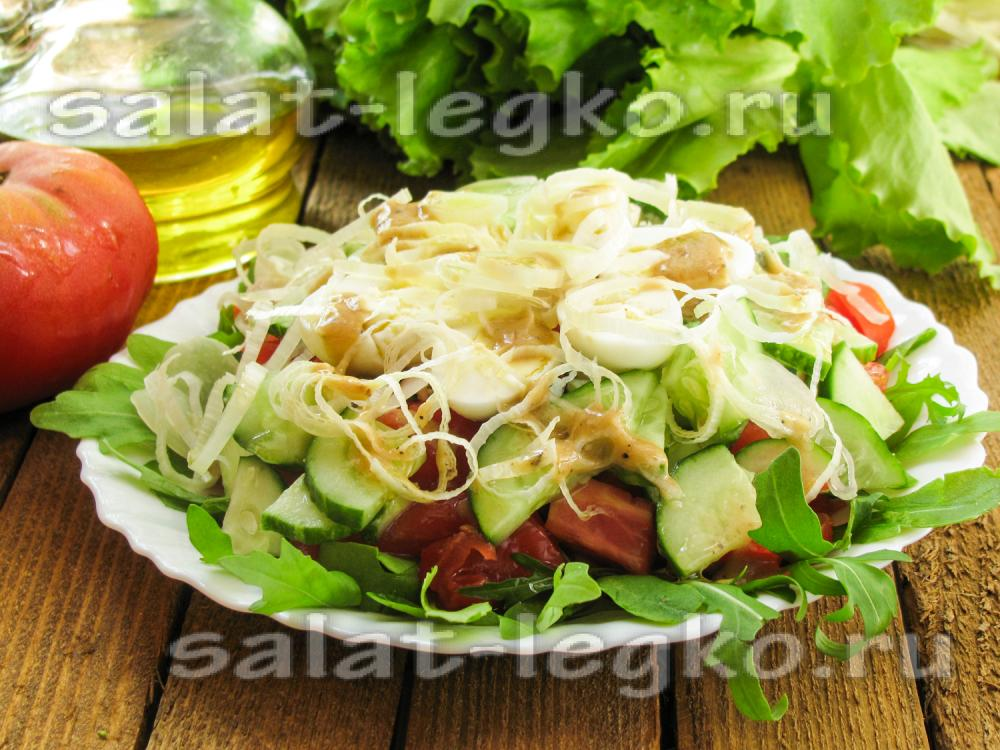 Салат из красной рыбы с луком порей