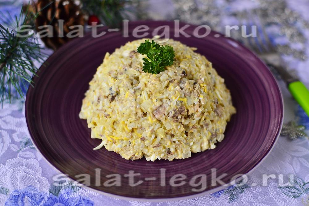 Салат из сайры консервированной с яйцом и рисом рецепт с