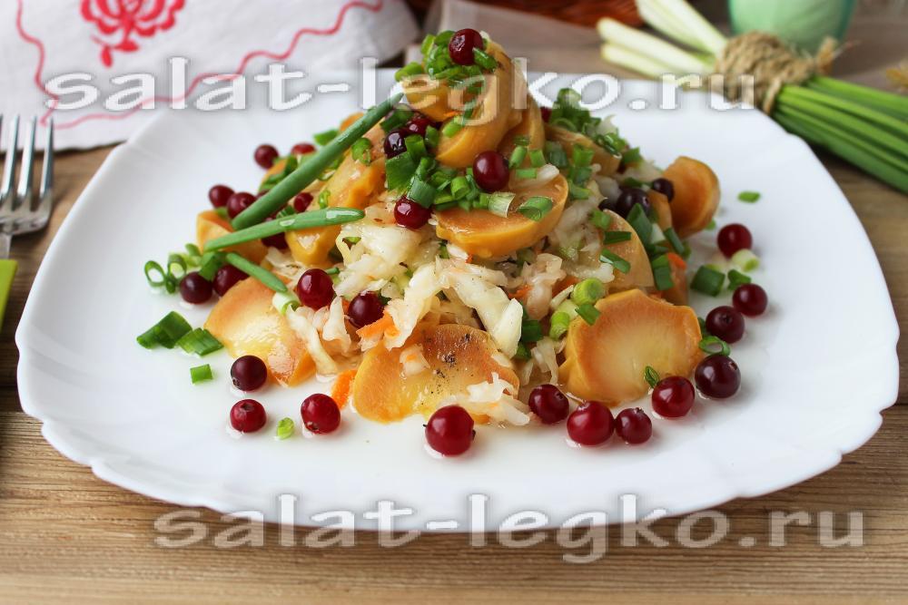 Салат зимний с яблоками
