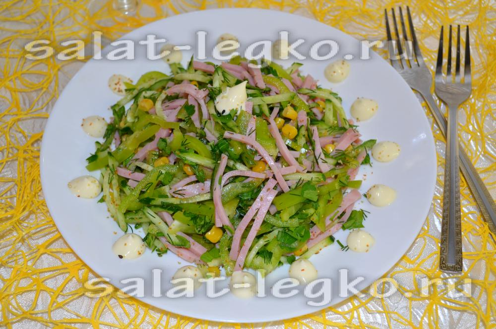 Салат из свежих огурцов ветчины кукурузы