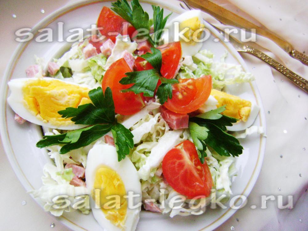 салат с пекинской капустой и колбасой и помидорами