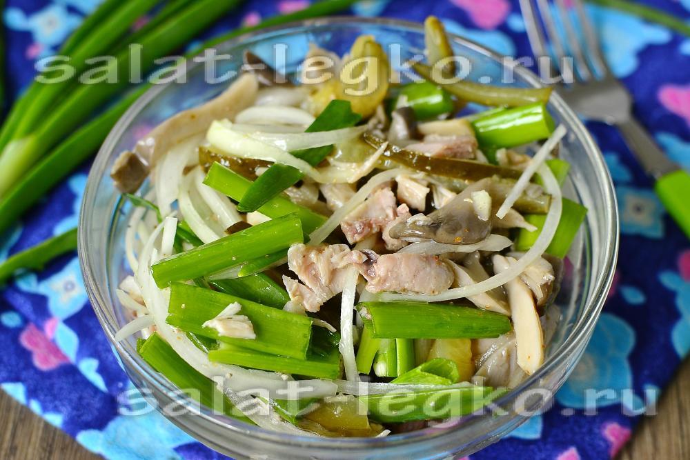 Салат из маринованных грибов и курицы и огурцов свежих
