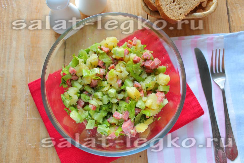 салат с изюмом и колбасой рецепт
