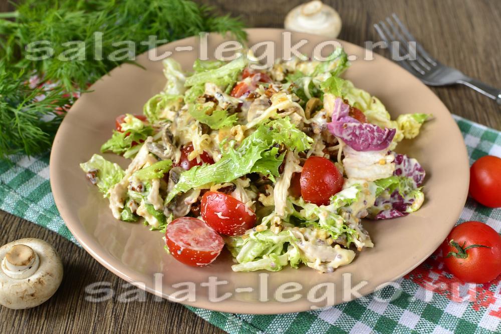 Салат из копченой грудки с жареными грибами