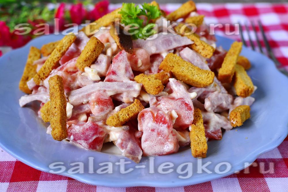 рецепт салата из копченой курицы с кириешками
