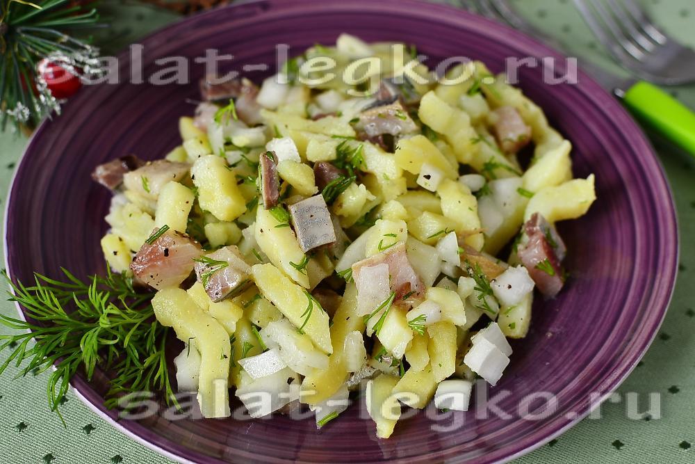 Картошка с селедкой и луком салат