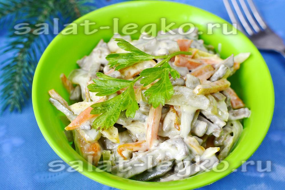 Салат из куриной печени с руколойы