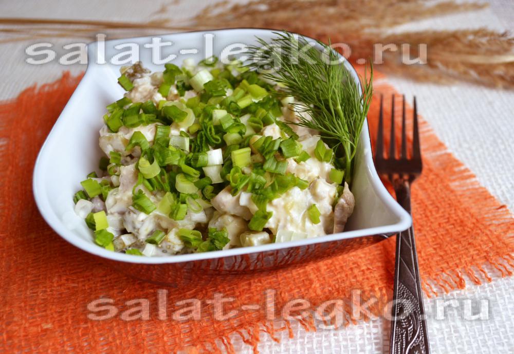Фото рецепт салат с маринованными огурцами