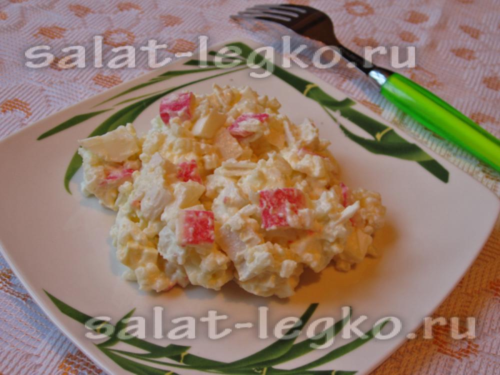Салат нежность из крабовых палочек с яблоком