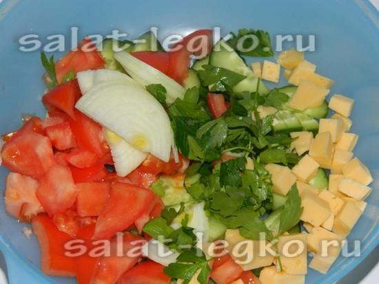 Всыпаем все ингредиенты в салатник