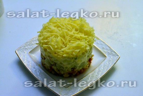 салат с курицей готов