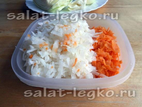 Редьку и морковь натереть
