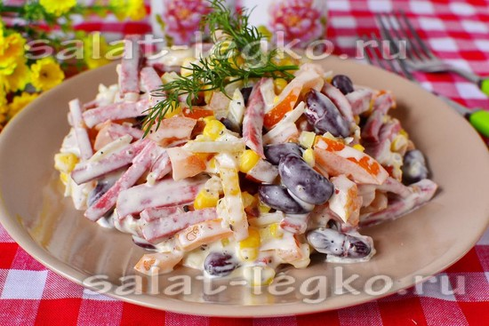 рецепт салата с копченой колбасой